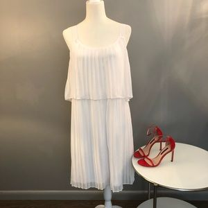 NY collection White pleated sleeveless dress. Lg.